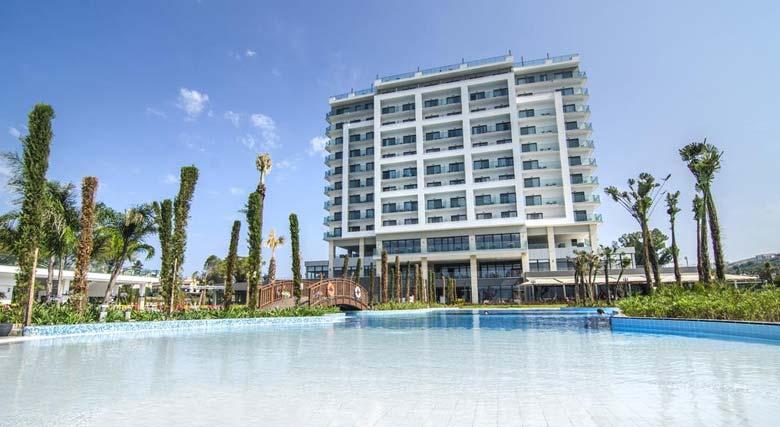 نمایی زیبا از هتل آمارا سی لایت کوش آداسی